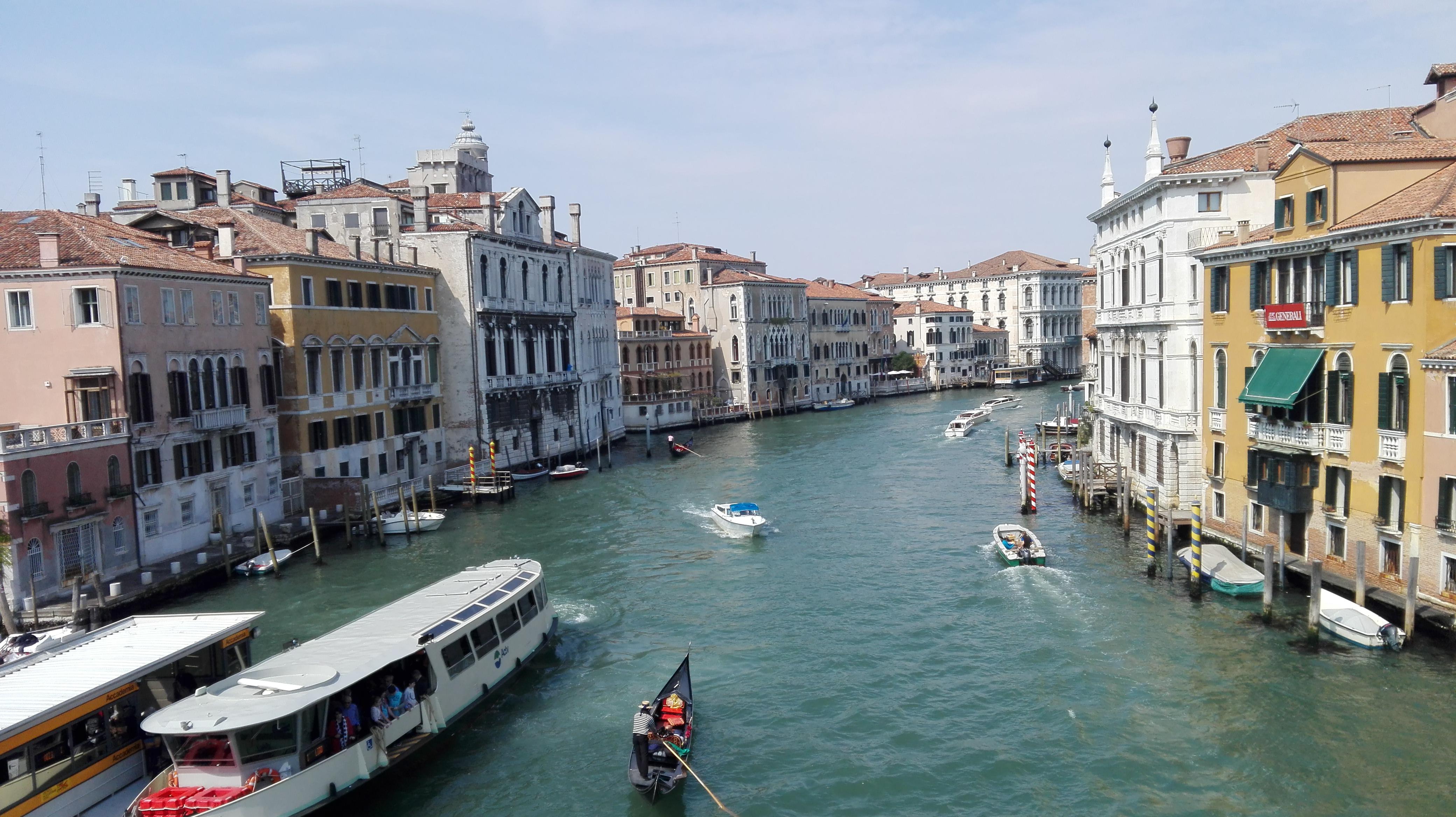 Vue de Venise depuis le ponte dell'academia