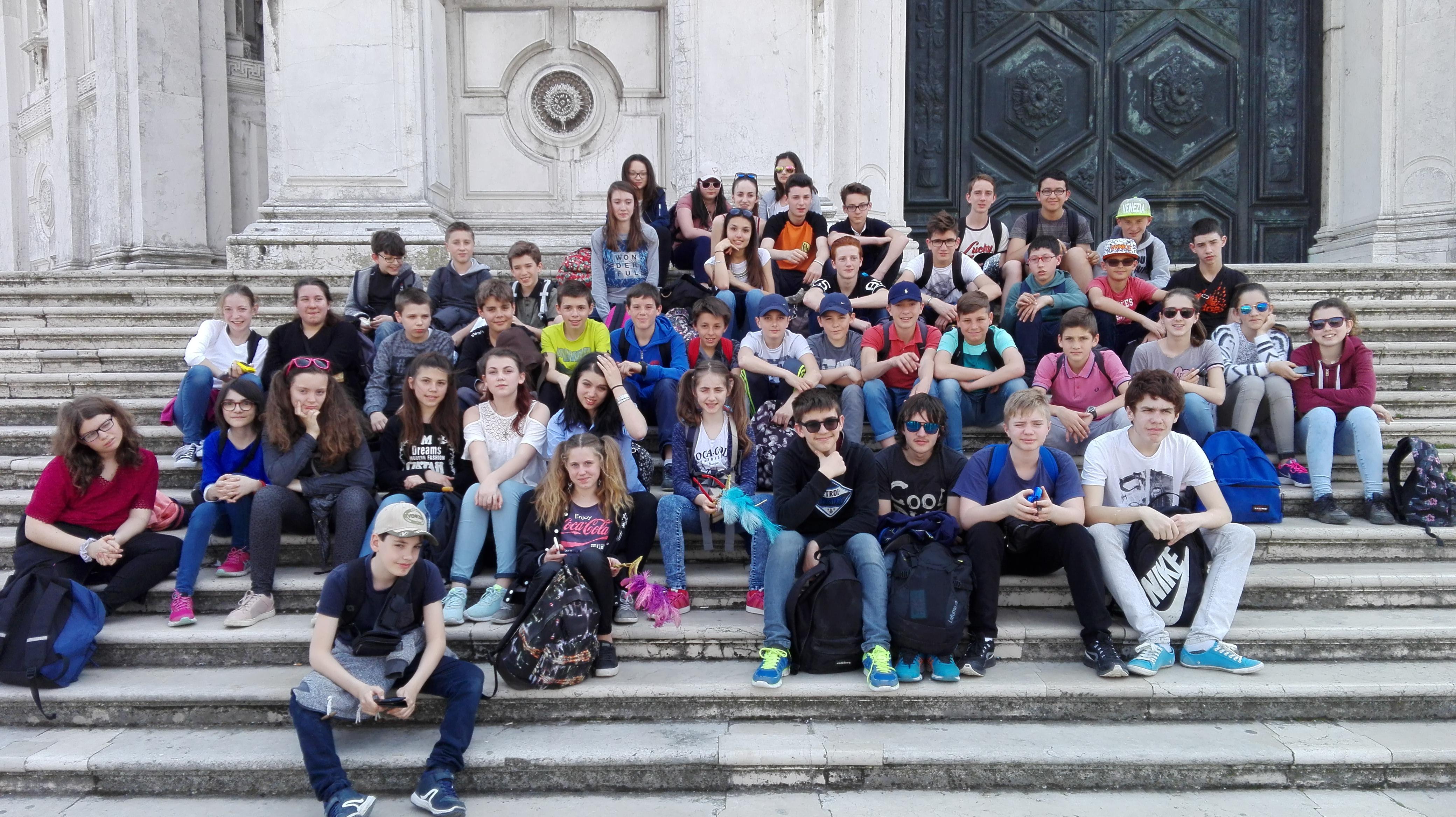 photo de famille devant l'église Santa Maria della Salute
