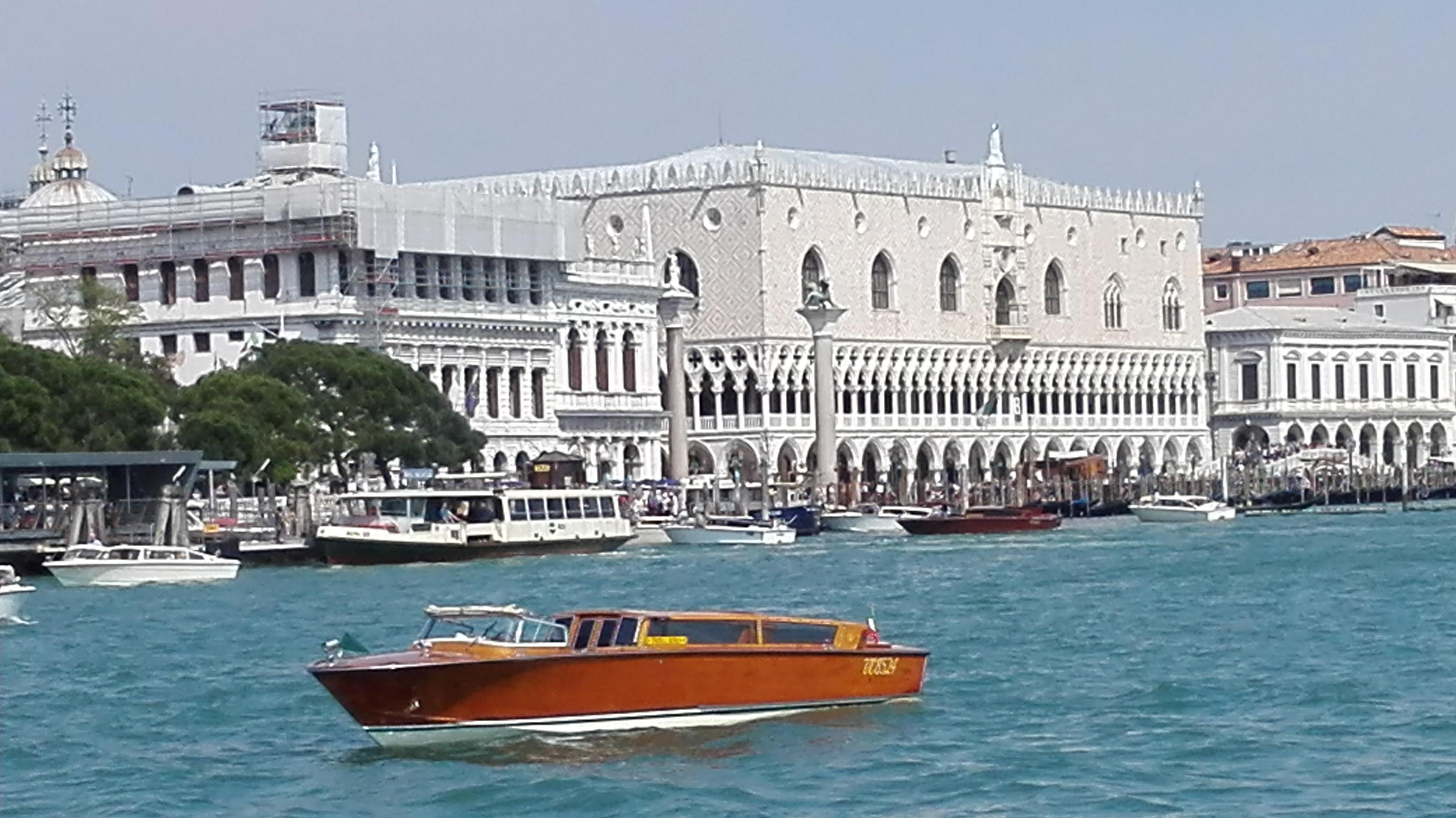 Nous sommes à la punta della dogana et nous admirons le Palais des Doges juste en face
