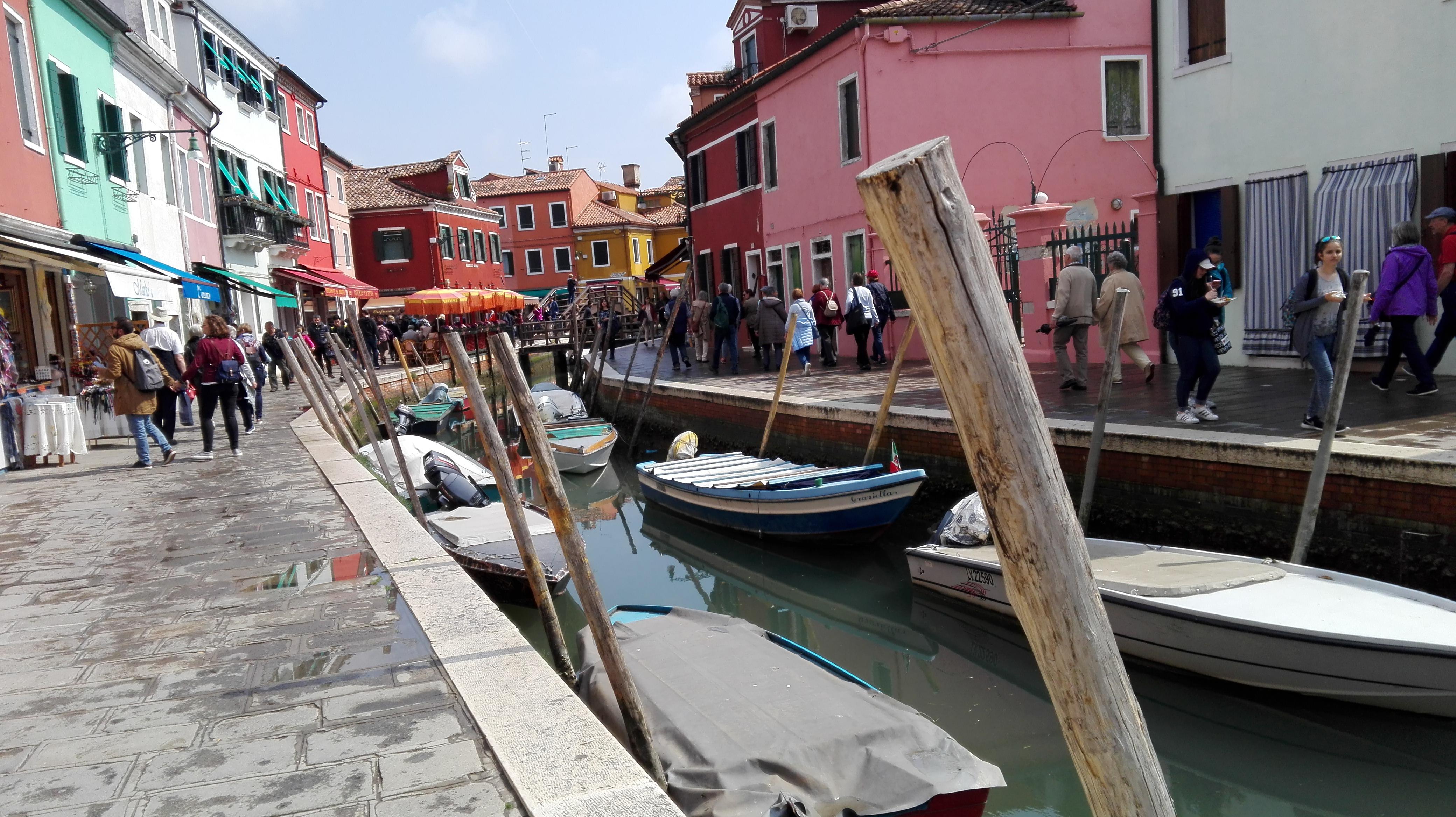l'île des pêcheurs et ses maisons colorées
